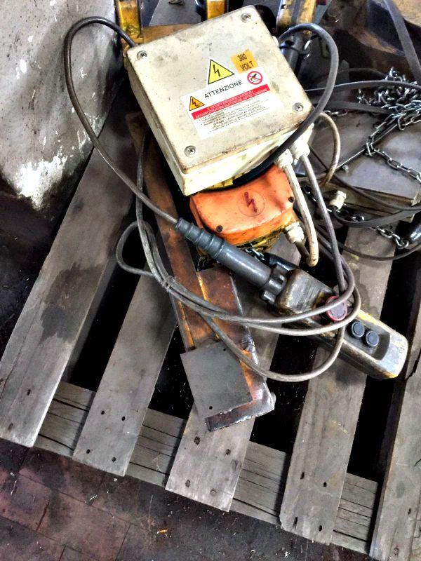 Paranco a catena elettrico da bandiera usato stock for Paranco elettrico usato